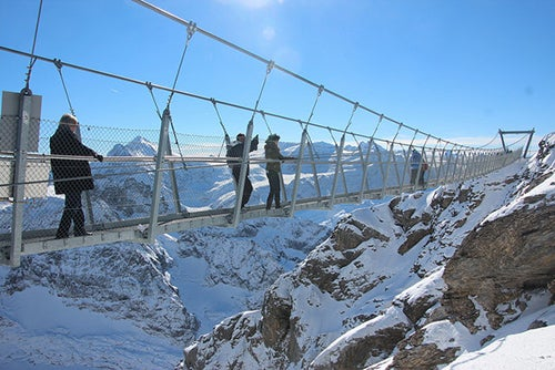 Puente en el monte Titlis