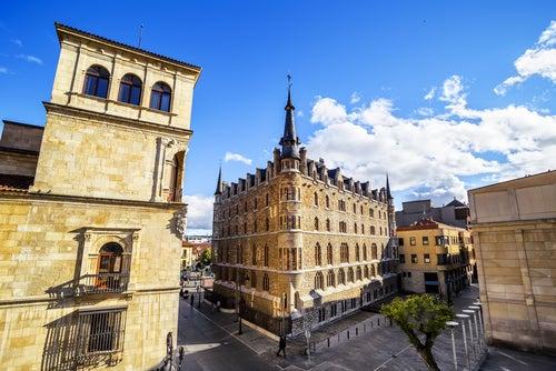 Palacios de los Guzmanes y de Botines en León