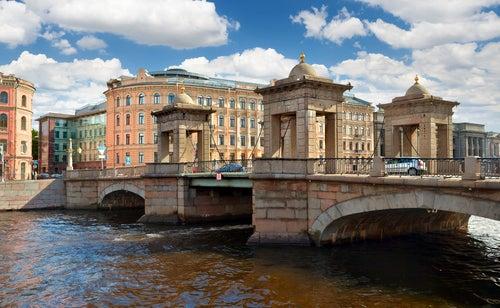 Puente deLomonosov en San Petersburgo