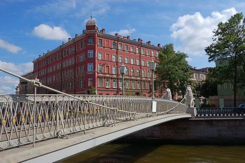 Puente de los Leones en San Petersburgo