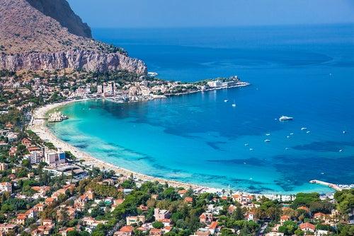 Playa de Mondello en Palermo