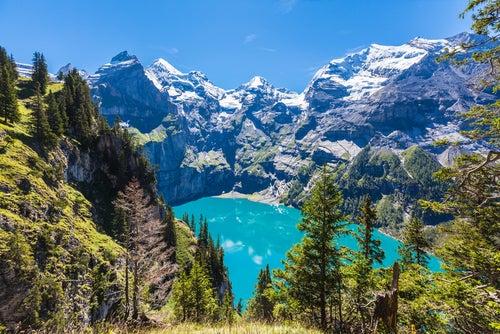 LAgo Oeschinensee en Suiza