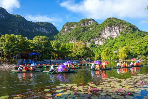 Barcas en Trang An