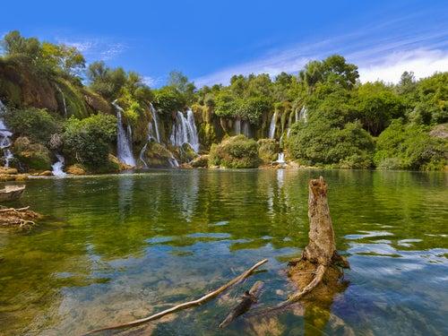 Laguna en las cascadas de Kravice