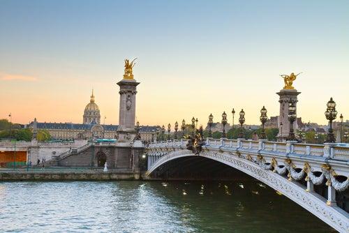 El puente Alejandro III y su curiosa historia