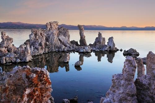 Formaciones calcáreas en el lago Mono