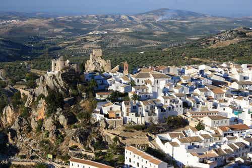 Zuheros en Córdoba: entre sierras, olivos y cuevas