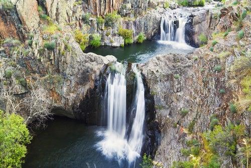 Cascada del Aljibe en los pueblos negros