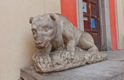 Oso de piedra de Varsovia