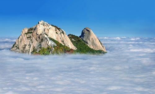 Monte Bukhansan con niebla
