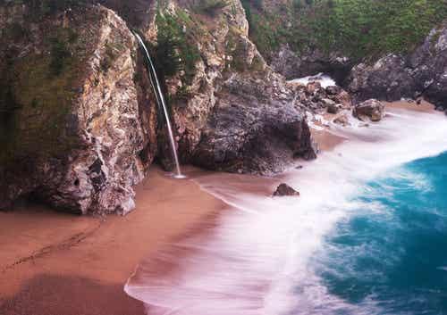Las más peculiares playas de colores