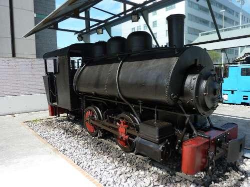 Locomotora en el Museo del Ferrocarril de Asturias
