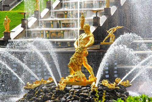 Fuente de Sansón en el Palacio Peterhof