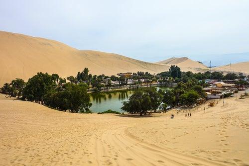 Oasis Huachina en Perú