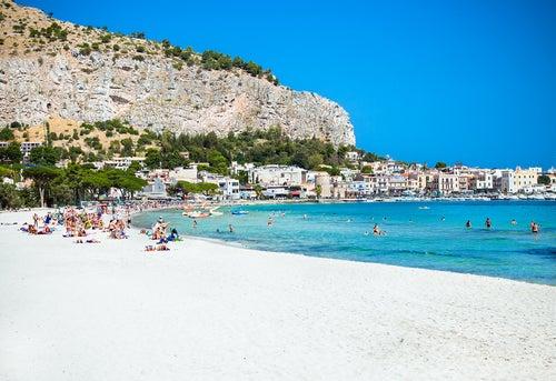 Playa de Mondello en Sicilia