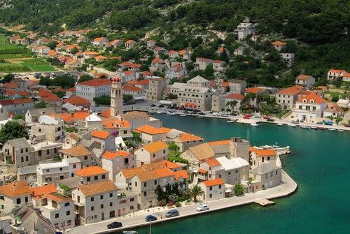 Un hermoso paseo por Pucisca, en Croacia