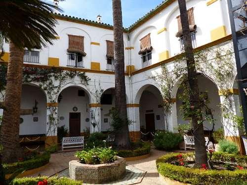 PAtio del Aceite del Palacio de Las Dueñas