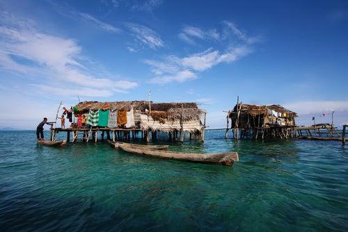 Pueblo flotante en Indonesia