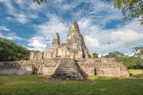 Ruinas mayas de Xpuhil en Campeche