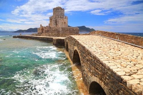 Modona en Grecia: entre el castillo y el mar