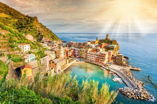 Paseamos por la encantadora Vernazza, en Italia