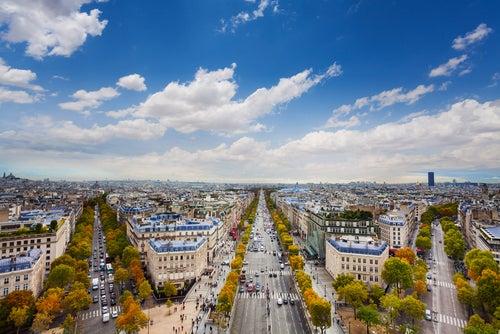 Un paseo por los Campos Elíseos de París
