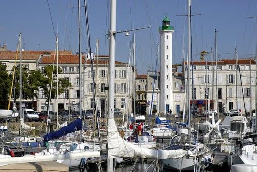 Puerto y faro de La Rochelle