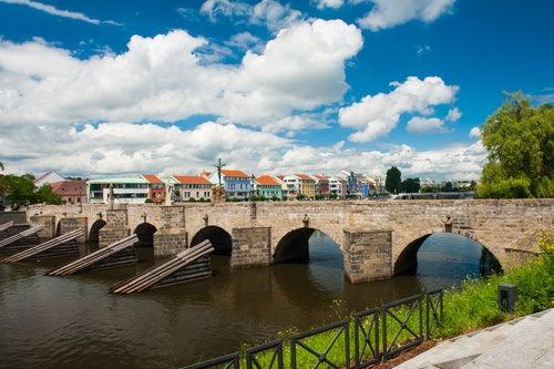 Puente de Pisek en la República Checa