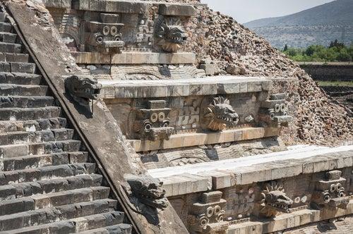 Templo de quetzalcóatl en Teotihuacan