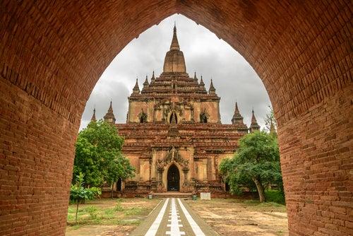 Templo Htilominio en Bagan