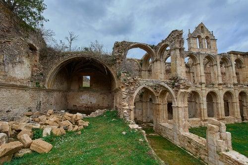 El romántico monasterio de Santa María de Rioseco