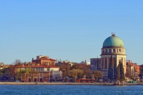 Lido en la laguna de Venecia