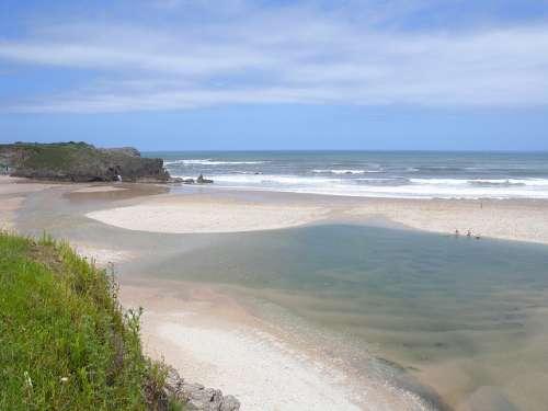 Playa de San Antolín en Naves Asturias