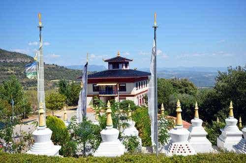Un precioso templo budista en Huesca