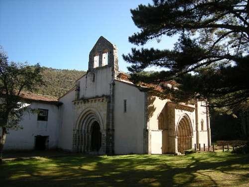Iglesia de San Antolín de Bedón en Naves