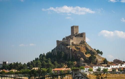 Vamos a conocer el histórico castillo de Almansa
