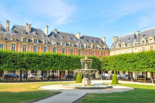 Place des Vosges en París
