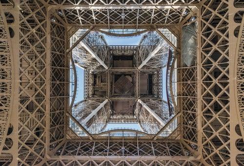 Vista de la Torre Eiffel desde la base