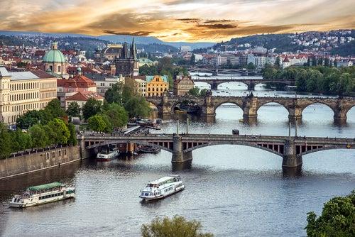 Cruzamos los puentes de Praga, otra forma de conocer la ciudad