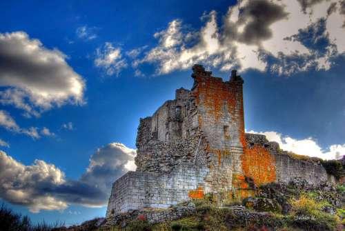 Castillo de Trevejo en la Sierra de Gata