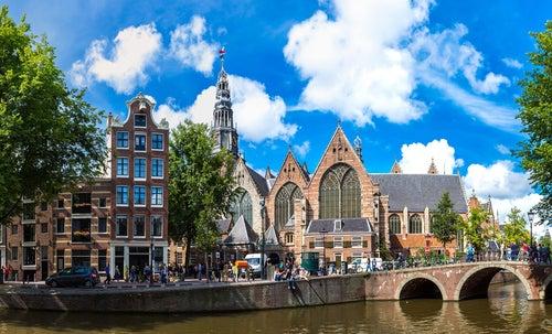 Oude Kerk en Ámsterdam, Holanda