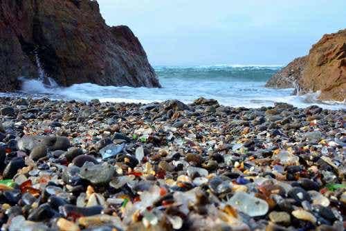 Glass Beach, una insólita playa de cristales