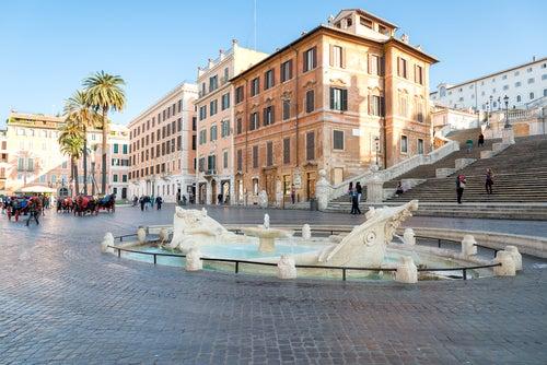 Fontana della Barcaccia en Plaza de España de Roma