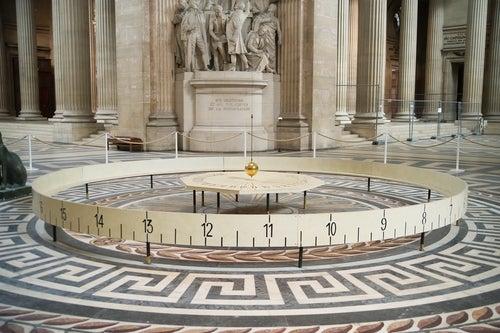 Péndulo de Foucault en el Panteón de París