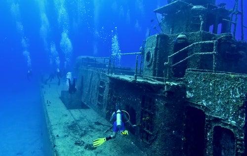 Barco hundido en Caimán Brac