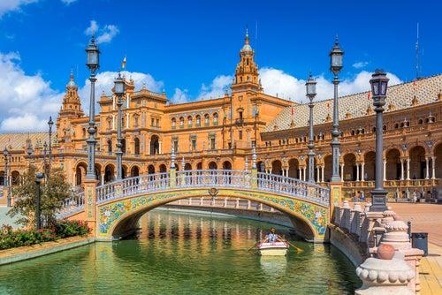 Puente de la Plaza de España de Sevilla