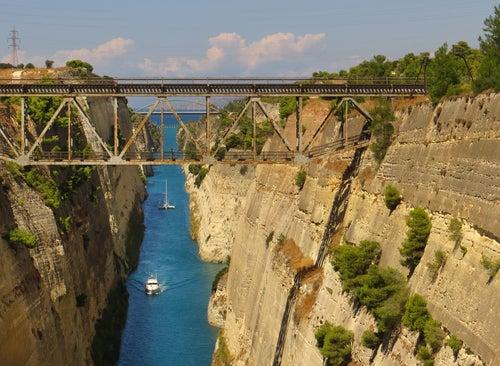 Canal de Corinto en el Peloponeso