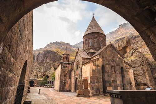 Monasterio de Geghard en Armenia