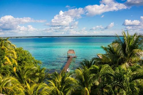 Descubrimos la preciosa Laguna de los 7 Colores en México