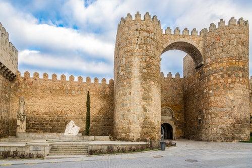 Puerta del Alcázar en las murallas de Ávila